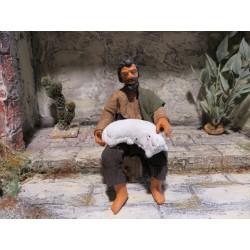 Hirte mit Schaf sitzend