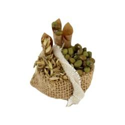 Sack mit grünen Oliven und Getreide